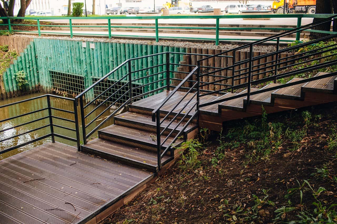 Кронштадтский бульвар - монтаж террасного покрытия и ступеней на металлокаркасе